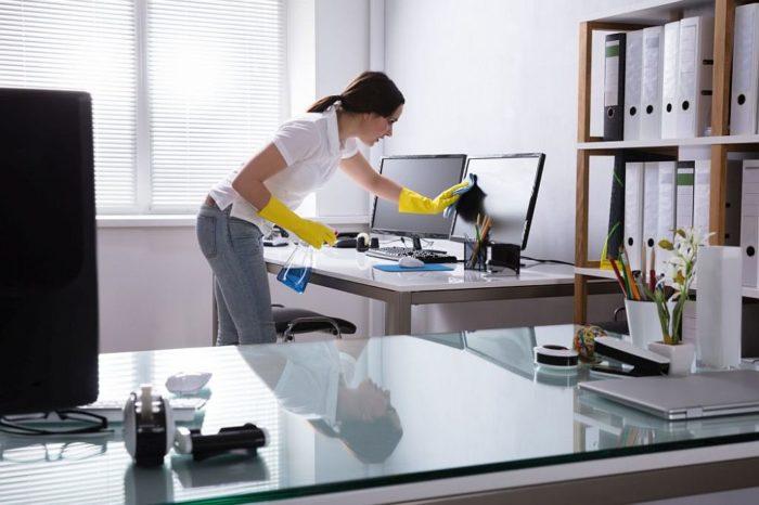Czyszczenie plastików w domu i w biurze – to proste