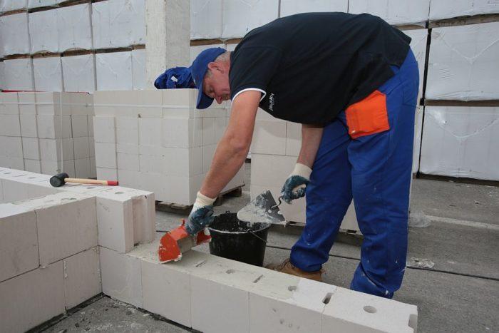 Materiały murowe, które ułatwiają i przyspieszają prace
