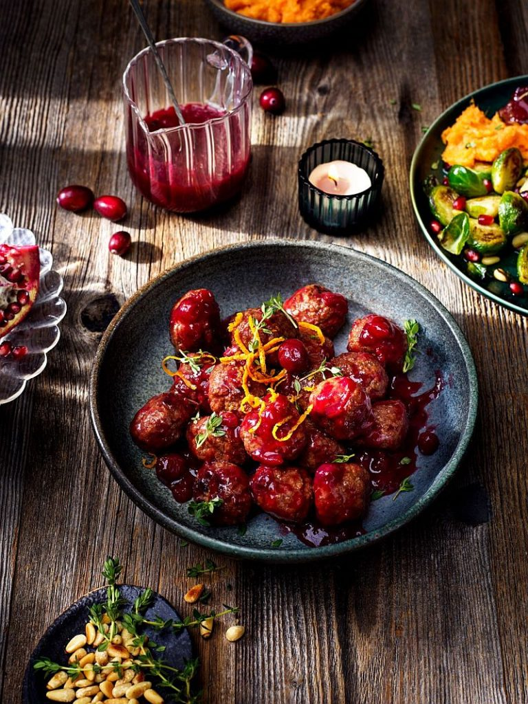 Vegetarian-Balls-with-Cranberry-Sauce